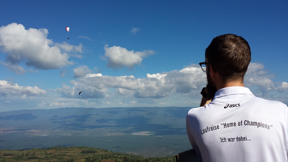 Paraglider über dem Rift Valley